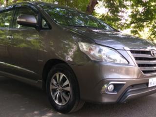 2016 ടൊയോറ്റ ഇന്നോവ 2.5 വിഎക്സ് (ഡീസൽ) 7 Seater BS IV