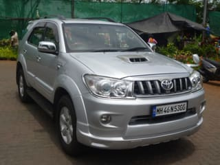 2011 Toyota Fortuner 4x4 AT
