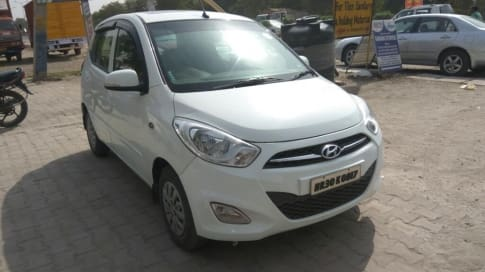 Hyundai i10 Asta Sunroof AT